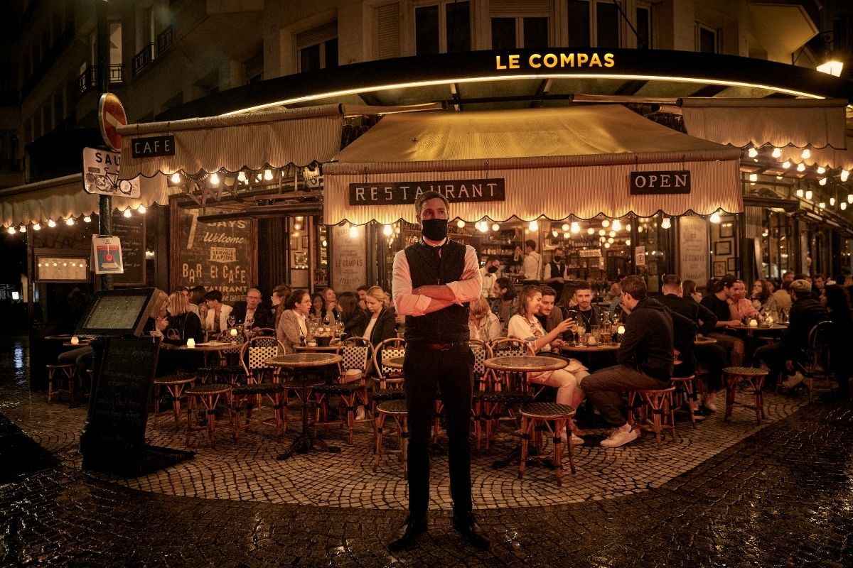França reabre os seus cafés e restaurantes clássicos