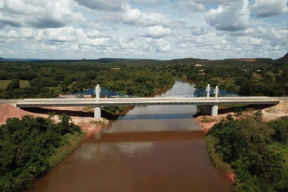 Bolsonaro inaugura ponte que aproxima 4 estados da Ferrovia Norte-Sul