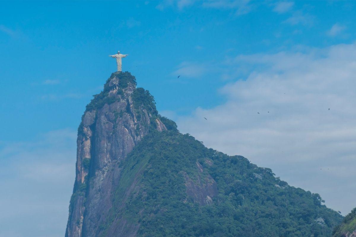 Rio de Janeiro: incêndio em trem no ramal Belford Roxo deixa 3 feridos