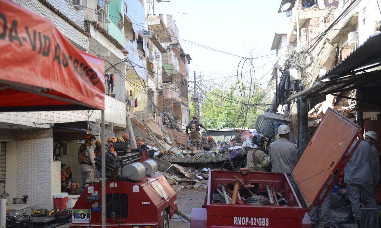 bombeiros-encerraram-trabalho-no-desabamento-em-comunidade-do-rio
