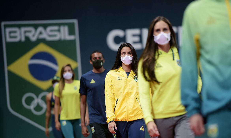 olimpiada-de-toquio:-cob-apresenta-uniformes-oficiais-do-time-brasil