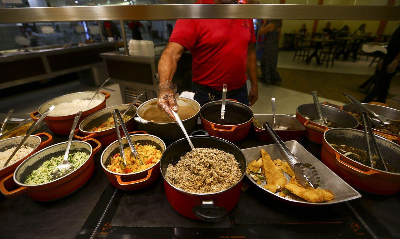 crise-leva-ao-fechamento-de-40%-dos-restaurantes-de-comida-a-quilo