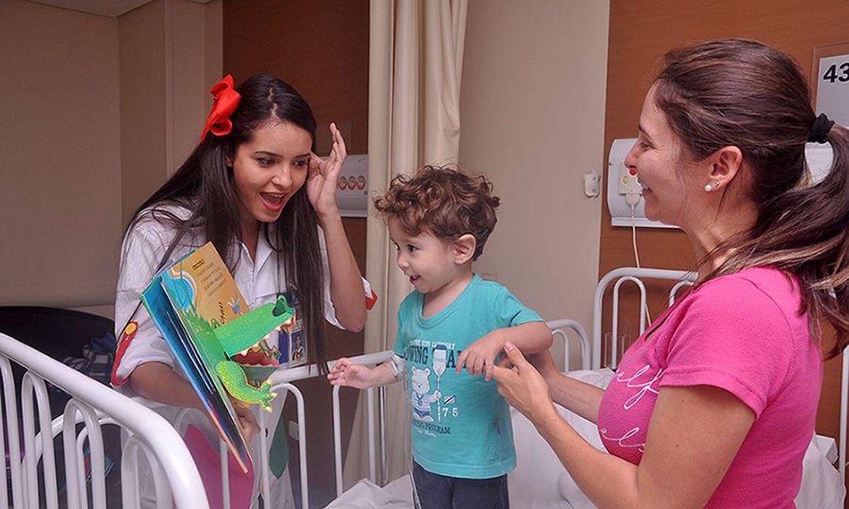 estudo-mostra-beneficios-de-contar-historias-para-criancas