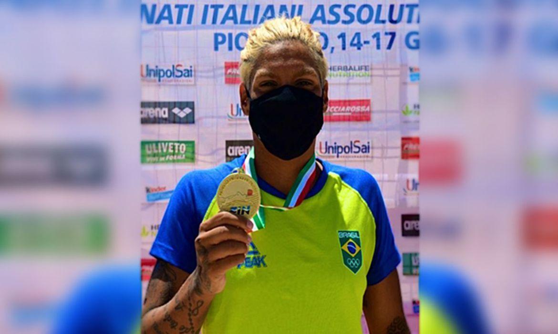 ana-marcela-e-ouro-no-campeonato-italiano-absoluto-de-aguas-abertas
