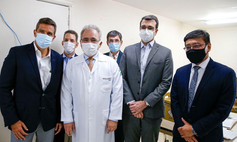 covid-19:-chefe-do-itamaraty-e-presidente-do-bc-sao-vacinados