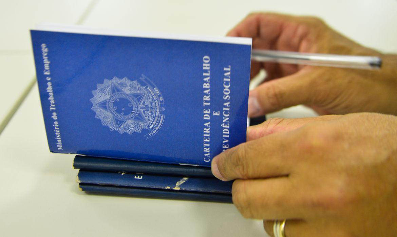 ipea:-rendimentos-efetivos-dos-trabalhadores-tem-queda-de-2,2%