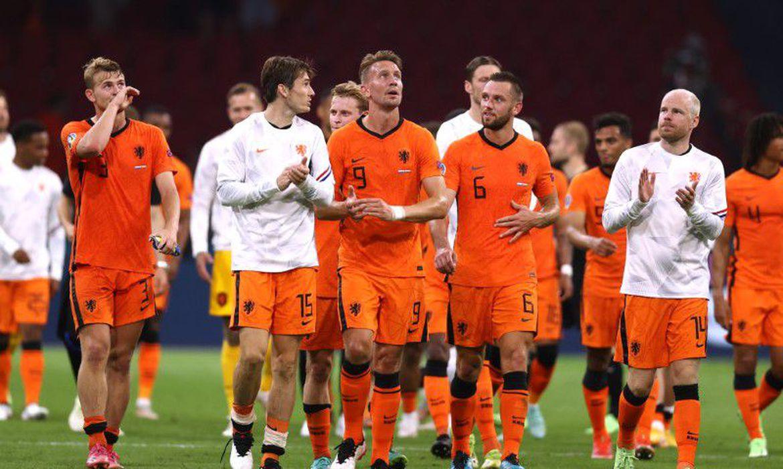 eurocopa:-holanda-vence-austria-por-2-a-0-e-esta-nas-oitavas