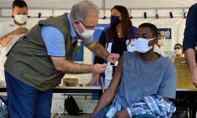 brasil-aplica-mais-de-2,56-milhoes-de-doses-de-vacina-em-24-horas