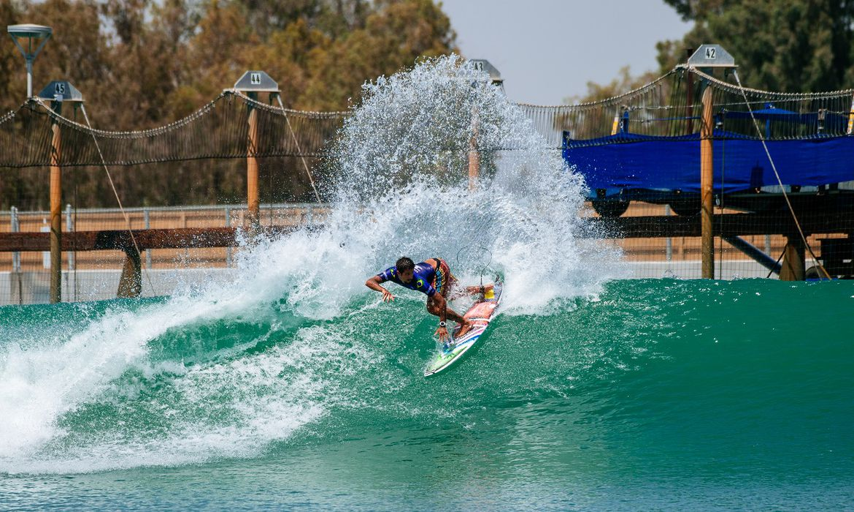 filipe-toledo-brilha-no-primeiro-dia-de-competicoes-no-surf-ranch