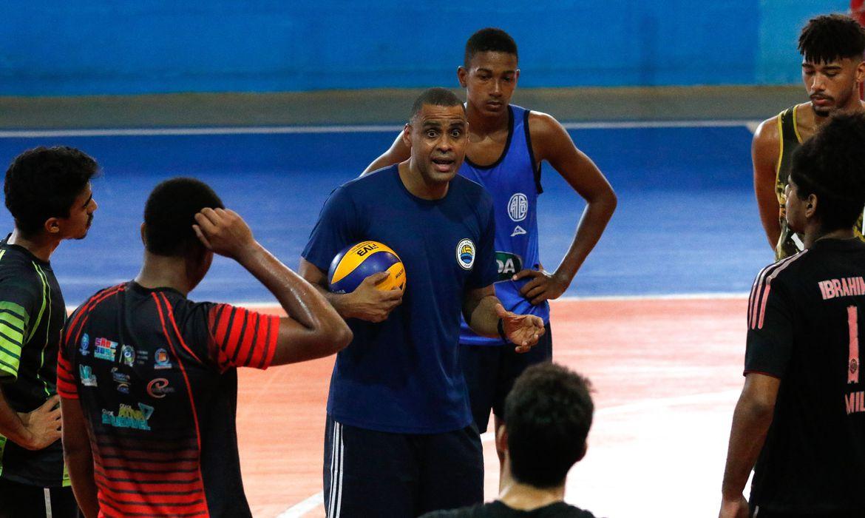 ex-atletas-da-base-do-voleibol-do-botafogo-resistem-no-esporte