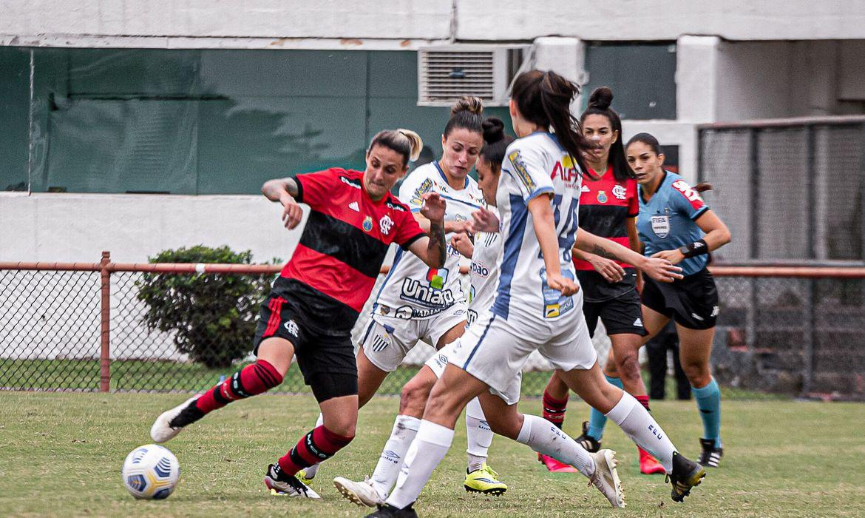 brasileiro-feminino:-flamengo-bate-avai/kindermann-no-fim-e-segue-vivo