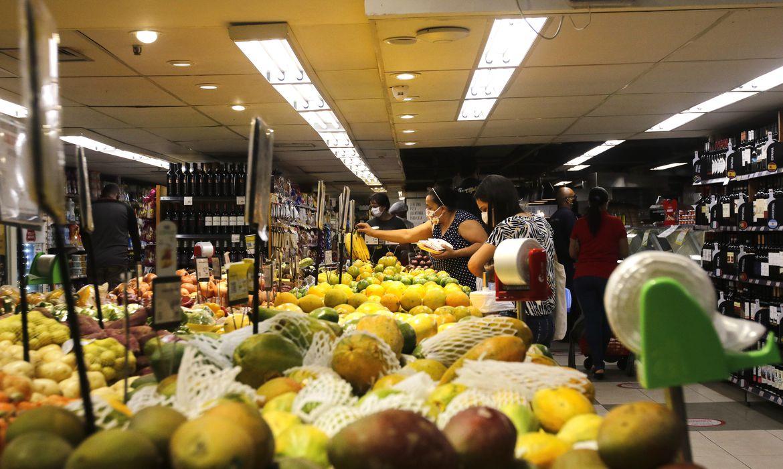 cnc-aponta-melhorias-no-mercado-de-trabalho-e-retomada-no-consumo