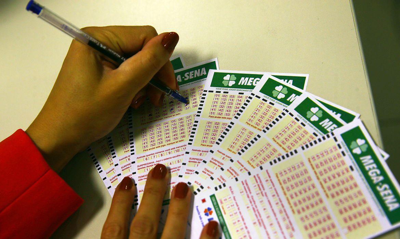 arrecadacao-de-loterias-cresce-13%-em-um-ano-e-chega-a-r$-2,42-bilhoes