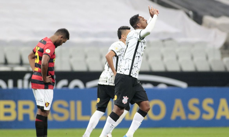brasileiro:-corinthians-vence-sport-e-afasta-crise