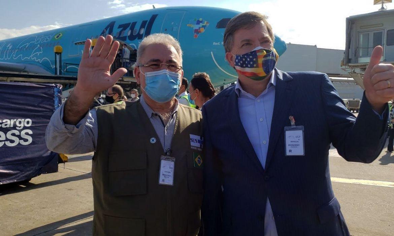 lote-com-3-milhoes-de-doses-da-vacina-da-janssen-chega-ao-brasil