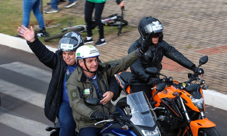 bolsonaro-participa-de-ato-com-motociclistas-em-chapeco