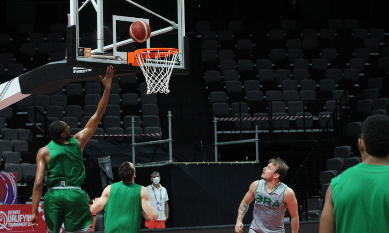ultima-chance:-brasil-estreia-nesta-terca-no-pre-olimpico-de-basquete