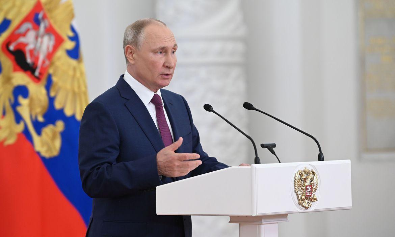 putin-recebe-delegacao-russa-que-ira-a-olimpiada-sem-bandeira-nem-hino
