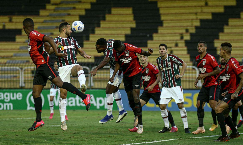 brasileiro:-athletico-pr-supera-fluminense-e-permanece-vice-lider