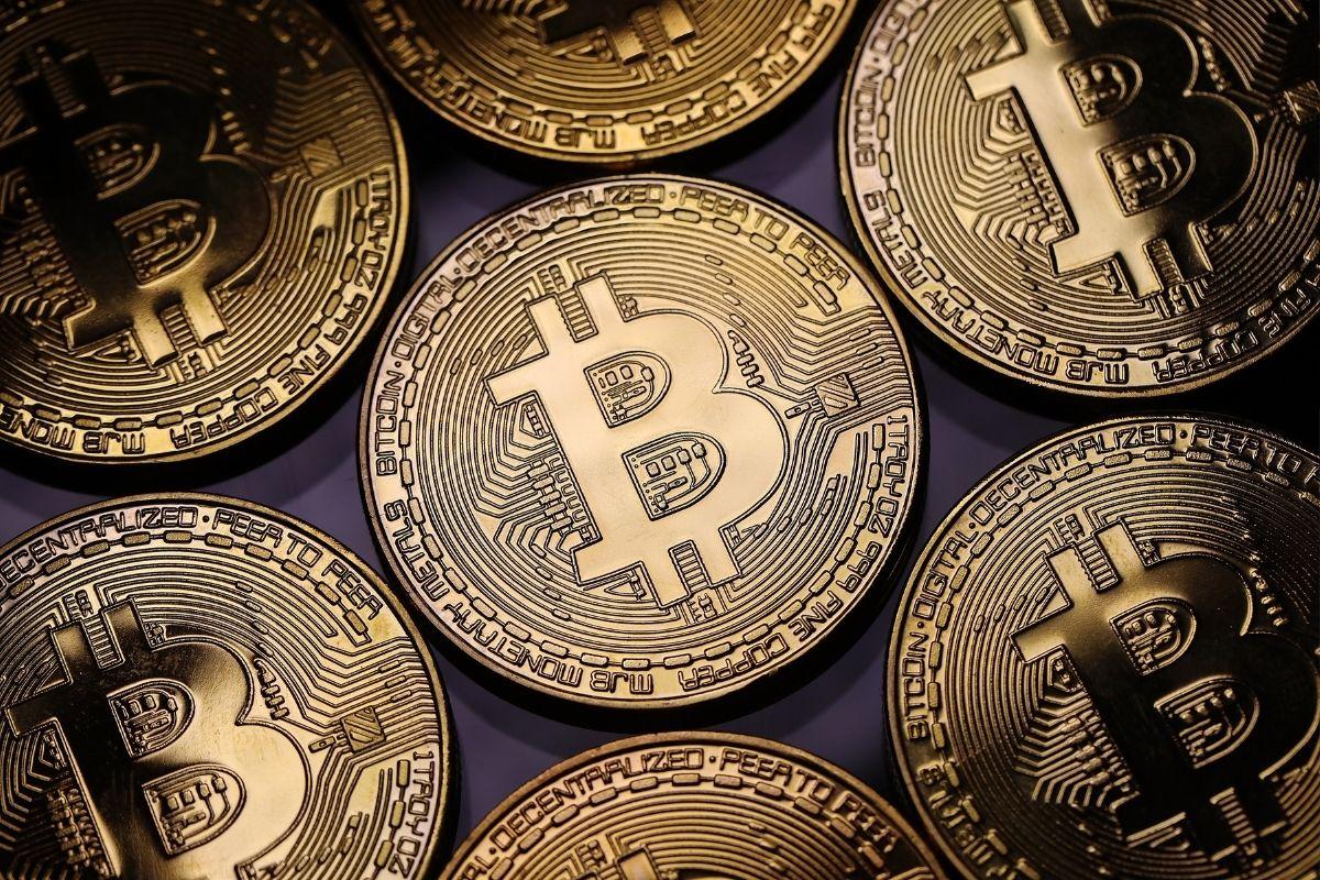 A explosão milionária de memes e bitcoins