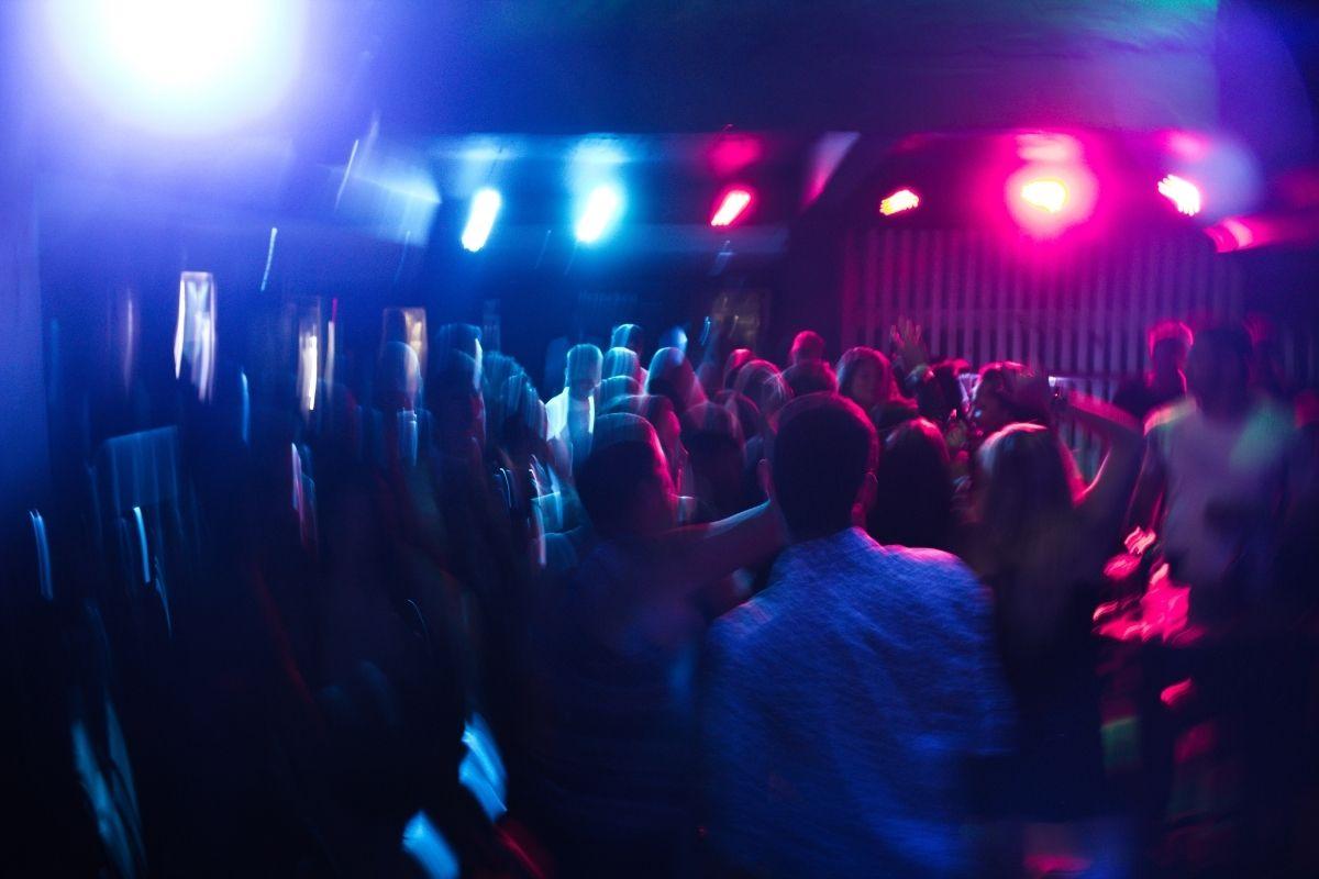 Blitze encerra festa com mais de 300 pessoas na Zona Leste de SP