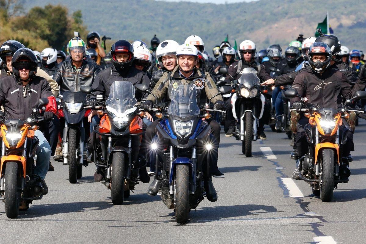 Bolsonaro participa de motociata em São Paulo