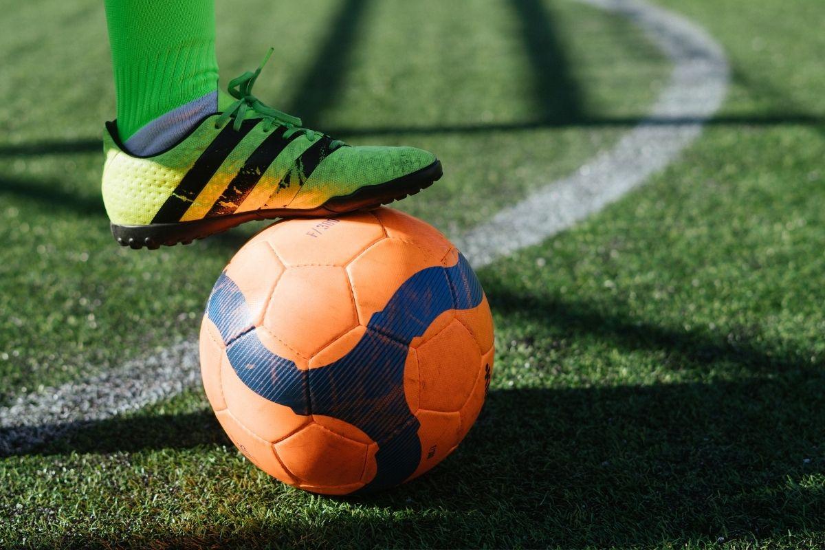 Bragantino aposta em dedicação e pés no chão para seguir na liderança