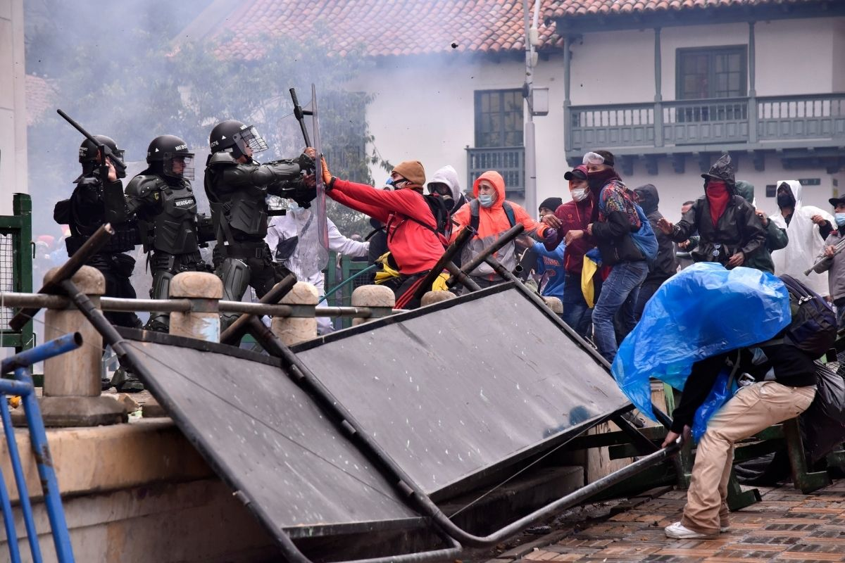 Colômbia dois meses de protestos e de repressão violenta