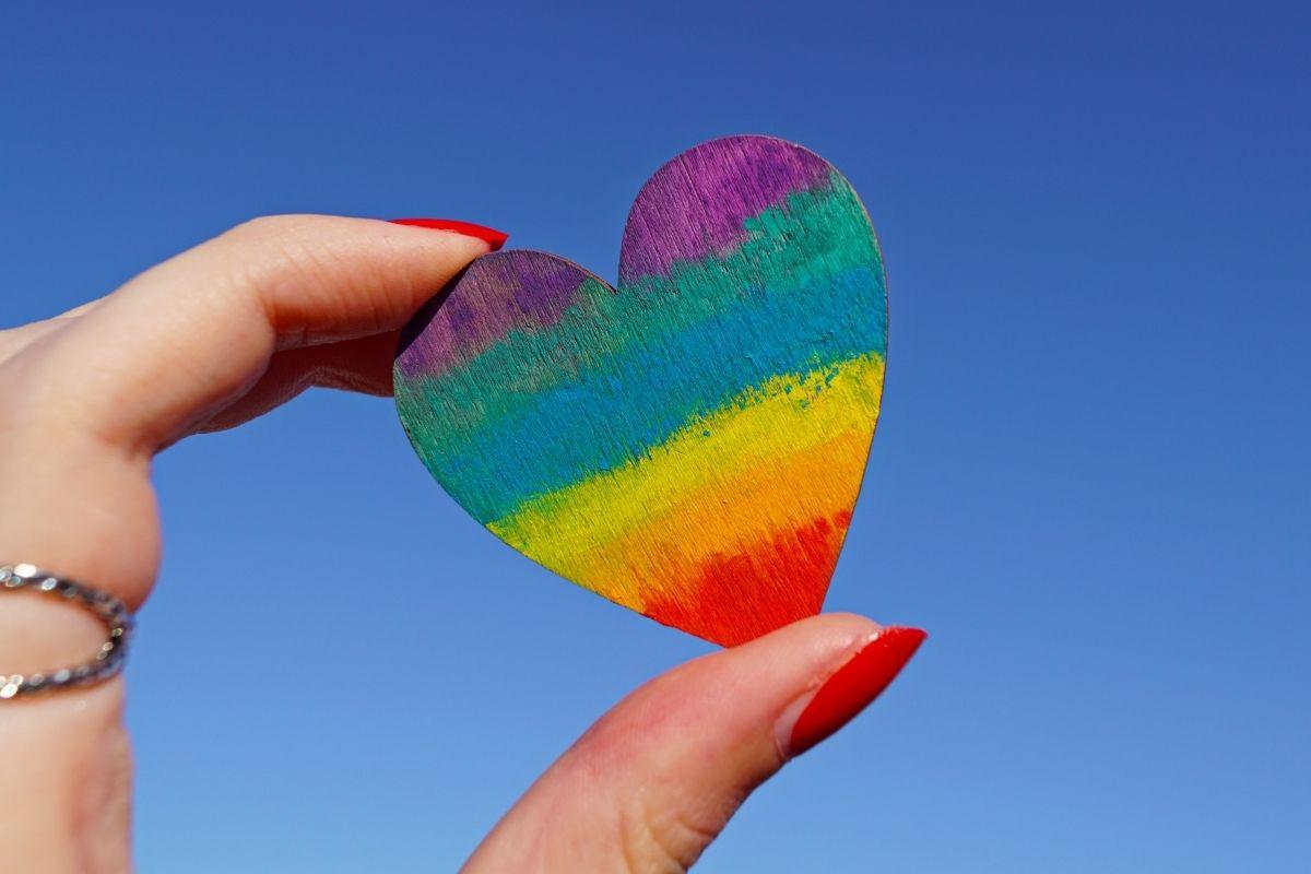 LGBTQIA+celebram avanços em 10 anos de uniões homoafetivas no Brasil