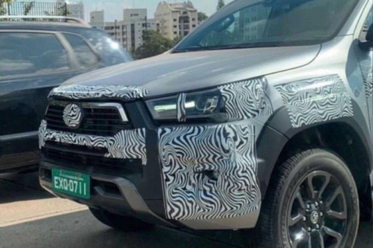 Toyota Hilux surge com novo design de grade