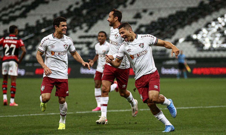 com-gol-na-reta-final-do-jogo,-fluminense-vence-flamengo-em-sao-paulo