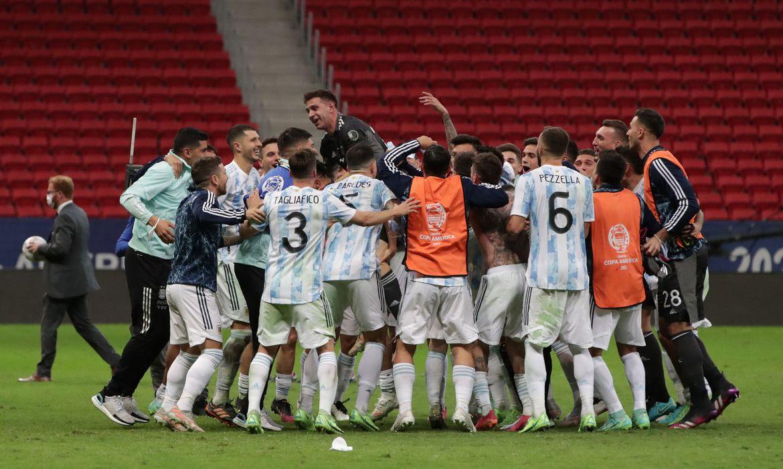 com-vitoria-nos-penaltis,-argentina-alcanca-final-da-copa-america