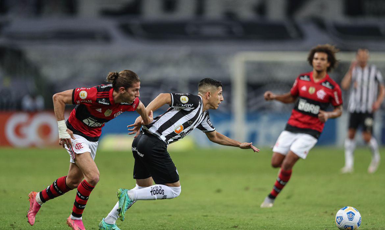 com-savarino-artilheiro,-atletico-mg-vence-flamengo-no-brasileiro