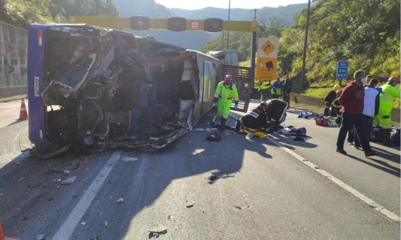 onibus-do-time-do-umuarama-futsal-tomba-e-deixa-2-mortos-e-20-feridos