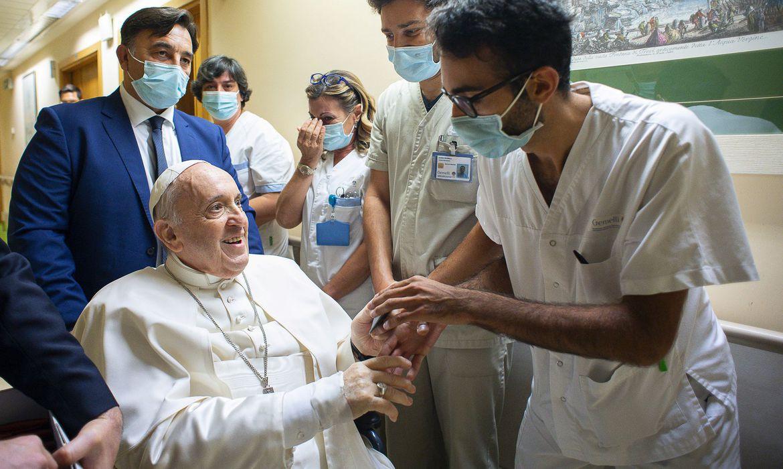 papa-francisco-ficara-no-hospital-por-mais-alguns-dias,-diz-vaticano