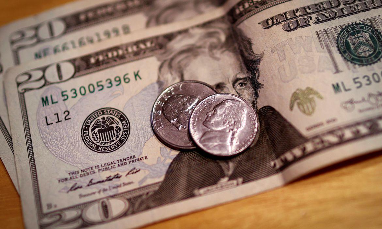 dolar-desacelera-com-reforma-tributaria-e-fecha-a-r$-5,18