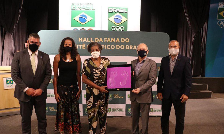 olimpiada:-aida-dos-santos-eterniza-pes-no-hall-da-fama-do-cob