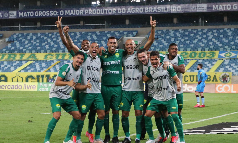 cuiaba-vence-atletico-go-e-sai-do-z4-do-brasileirao