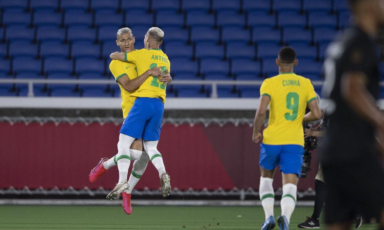 richarlison-brilha-e-brasil-vence-alemanha-na-estreia-da-olimpiada
