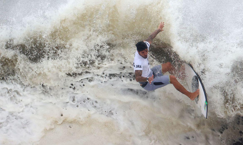 olimpiada:-gabriel-medina-brilha-e-alcanca-semifinal-do-surfe