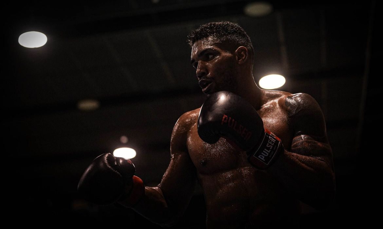 toquio:-abner-teixeira-vence-e-avanca-as-quartas-de-final-no-boxe