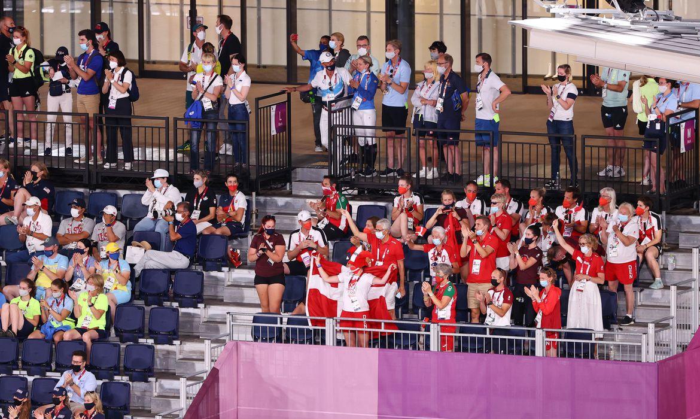 delegacoes-barulhentas-compensam-ausencia-de-torcedores-na-olimpiada