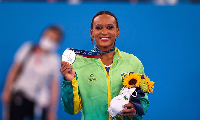 rebeca-andrade-fatura-prata,-1a-medalha-na-ginastica-feminina-do-pais