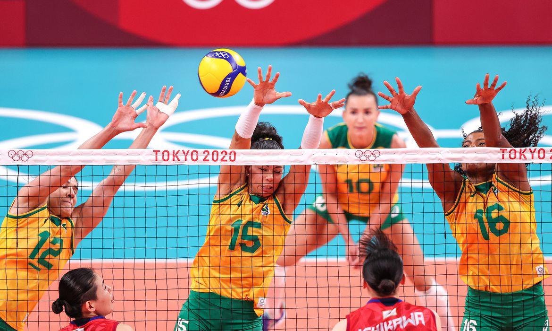 olimpiada:-brasil-engata-a-terceira-vitoria-seguida-no-volei-feminino