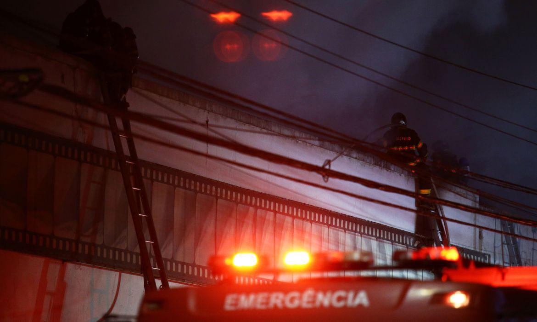 incendio-atinge-galpao-da-cinemateca-brasileira-na-zona-oeste-de-sp