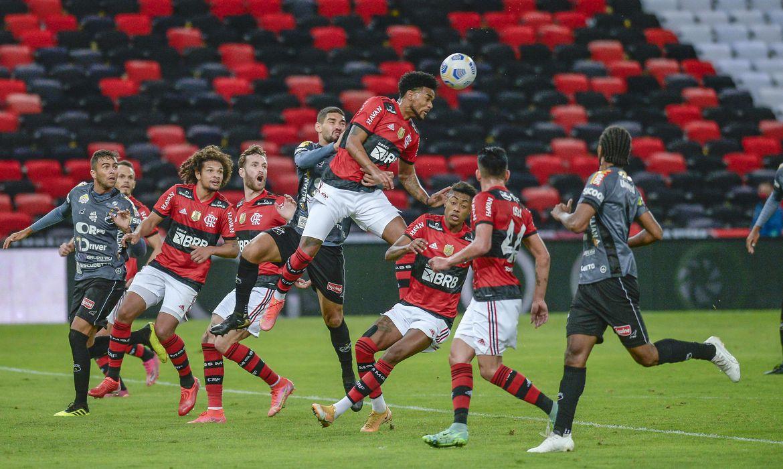 flamengo-goleia-abc-e-fica-perto-das-quartas-da-copa-do-brasil