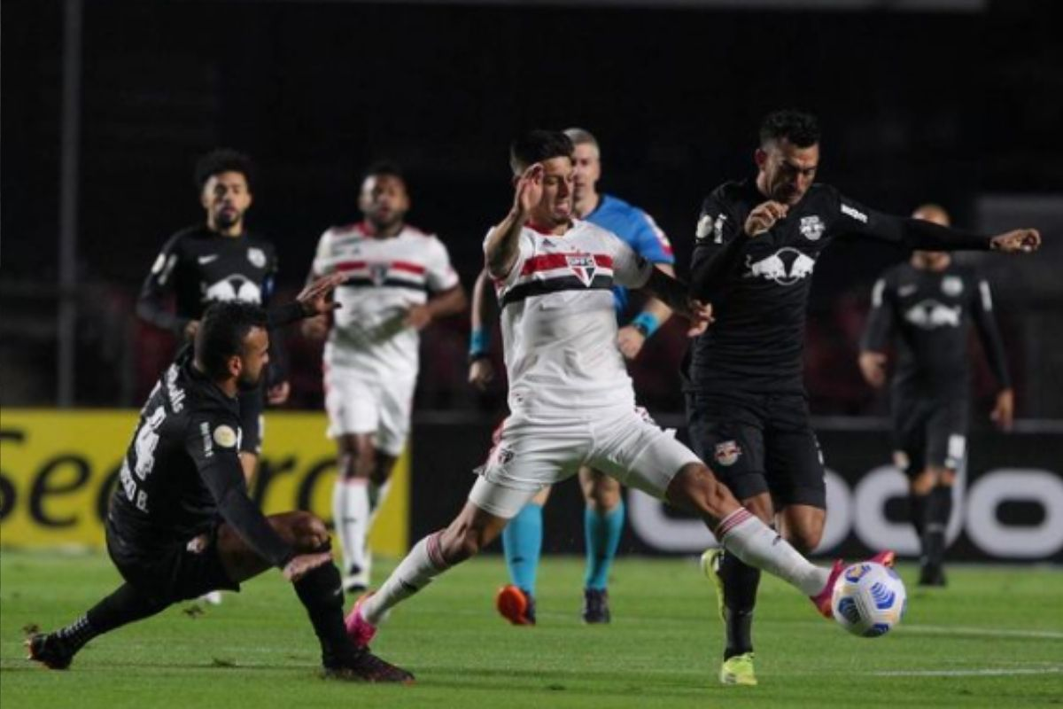 Bragantino vira contra o São Paulo e reassume a ponta do Brasileirão