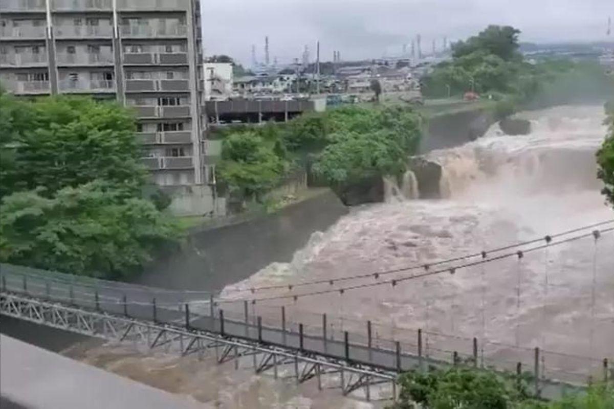 Duas pessoas morrem e 20 estão desaparecidas em enchentes no Japão