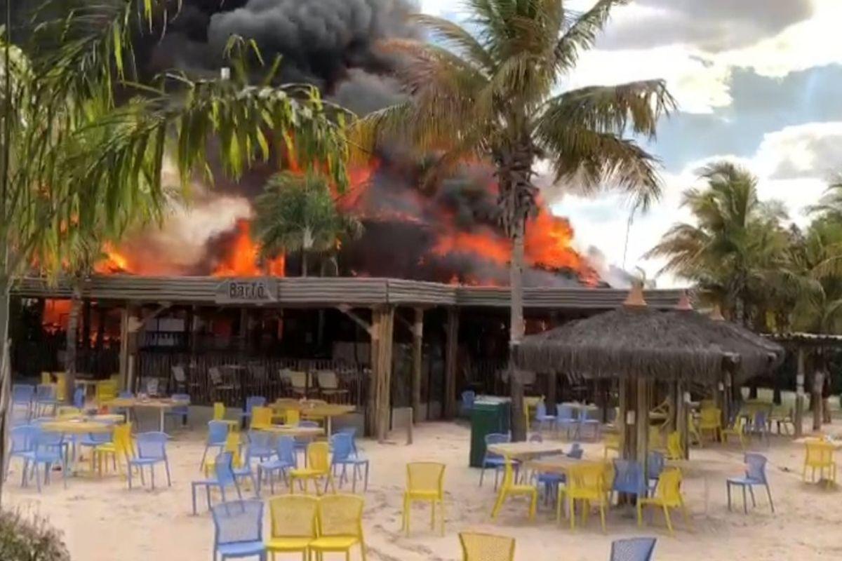 Incêndio atinge parque aquático em Goiás
