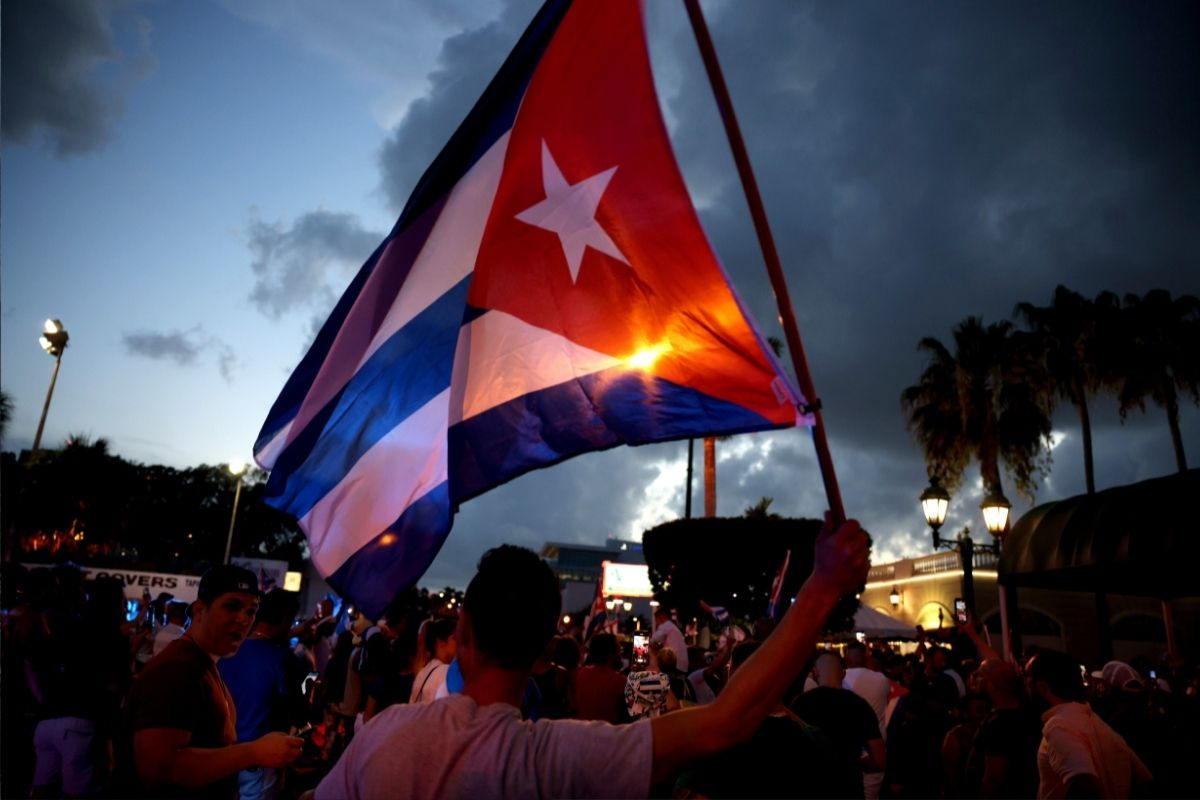 Manifestantes cubanos ocupam as ruas para protestar contra governo